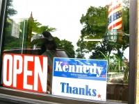 a-tribute-by-a-mission-hill-barber-shop-to-senator-ted-kenned-the-day-of-his-funeral-boston-ma-usa